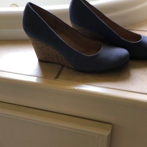 Pretty blue wedges.  Great for summer